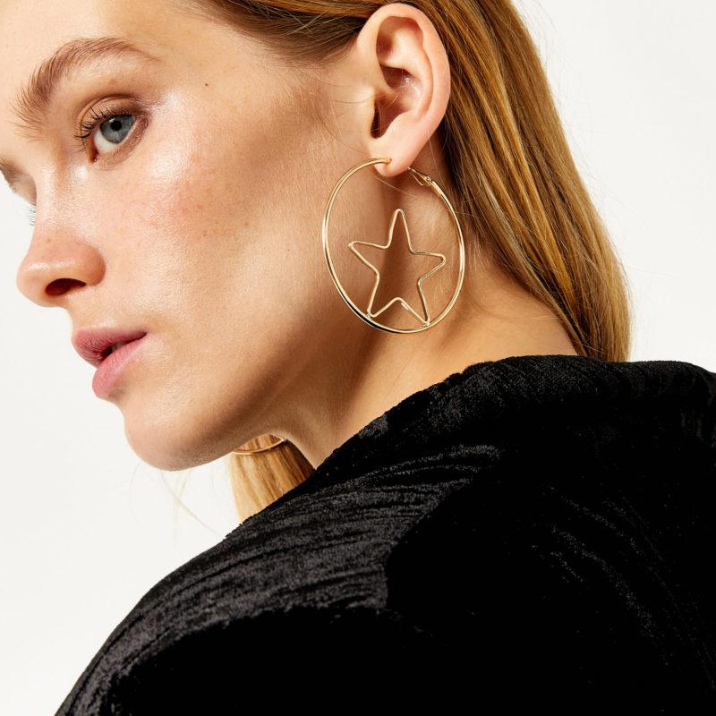 "<a href= ""http://www.warehouse.co.uk/gb/accessories/jewellery/star-insert-hoop-earring/030797.html?dwvar_030797_color=90&position=6#q=star+earrings&start=6&categoryID=null""><u>Gold Star Hoop Earrings</a></u><br/> Warehouse"